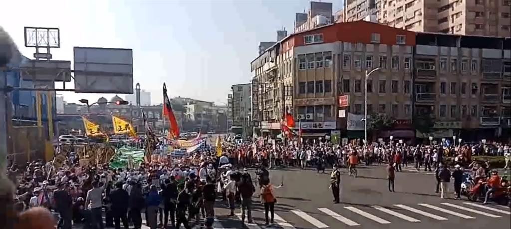 鳳山清捷隊,1月23日舉行罷免遊行。(圖/罷捷團隊提供)
