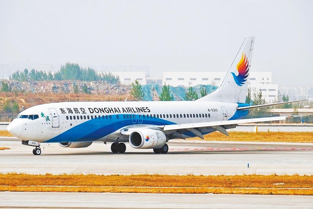 深圳「東海航空」董事長黃楚標逆勢而為,去年在香港成立「大灣區航空」,將飛多條台港航線。圖為東海航空班機。(摘自維基百科)