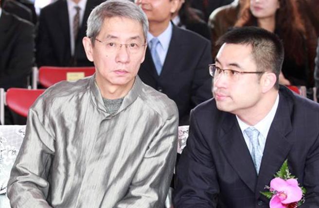心病?寒舍創辦人蔡辰洋(左)2016年1月心肌梗塞辭世,長子蔡伯府5年後也突驟世。(圖/中時資料照)