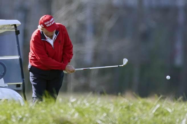 据华盛顿观察家报报导,在记者追问下,正在佛州打高尔夫球的川普对于未来计画表示「我们将有所作为」。(美联社资料照)