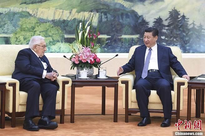 北京為促「拜習會」擬派楊潔篪訪美?中國駐美大使館回應。(中新社資料照)
