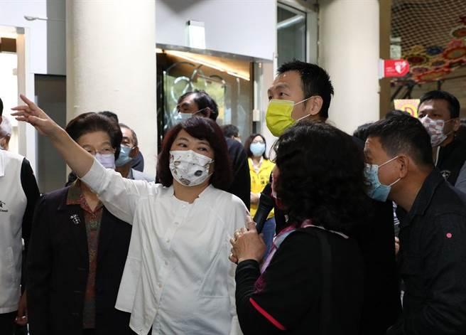 嘉義市立博物館重新開館,市長黃敏惠偕各界入士入館參觀。(嘉義市政府提供)
