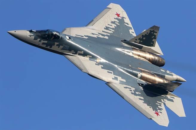 蘇-57「惡棍」(FELON)戰機在2019年莫斯科國際航太展(MAKS)中亮相。(達志影像/Shutterstock)