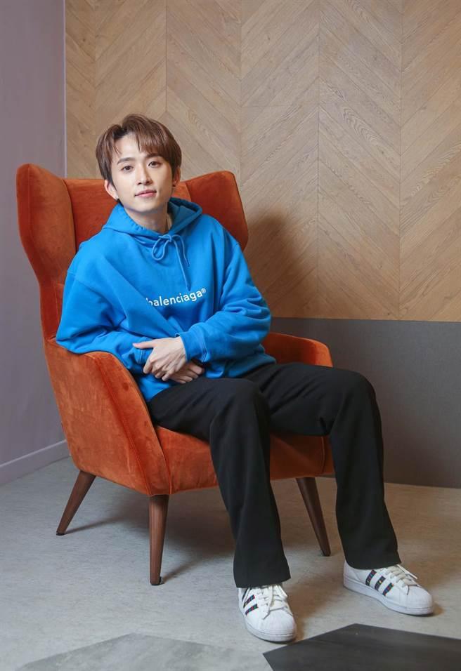 邱鋒澤自新加坡來台發展多年,新年願望是站上台北小巨蛋開唱。(吳松翰攝)