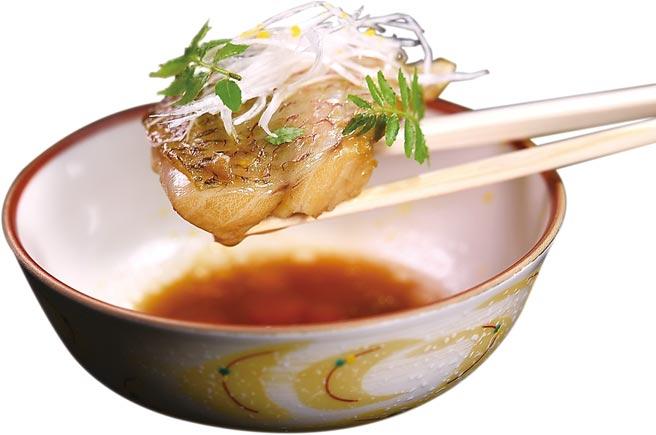 「赤鯥」就是红喉,来自日本的赤鯥油脂非常丰富,渡邉信介以类似红烧的手法炊煮就非常好吃了。图/姚舜