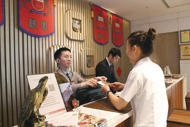 翰品酒店高雄強調以熱情與溫暖的有感服務,款待每一位蒞臨的客人。圖/翰品酒店高雄
