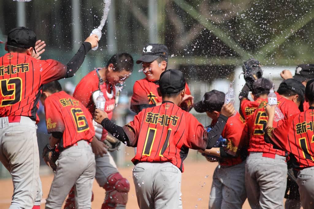新北市大豐國小摘下富邦盃少棒軟式組冠軍。(中華棒協提供)