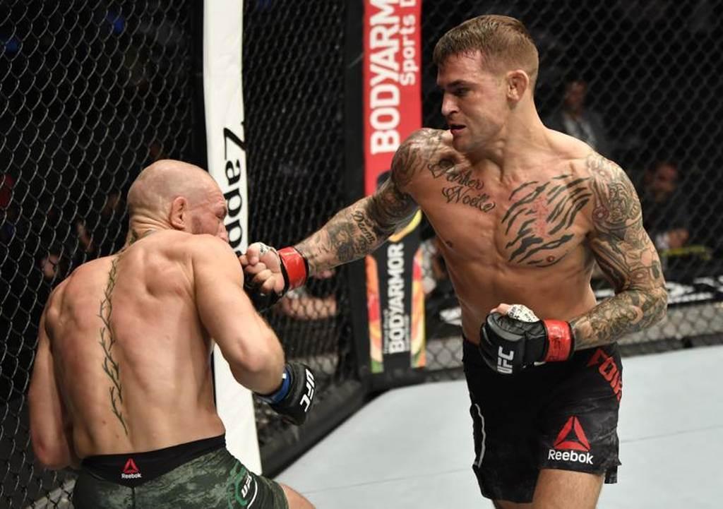 UFC拳手波瑞耶(右)在第2回合以連續拳擊打倒麥葛雷格。(路透)