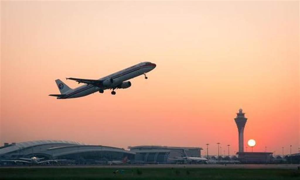 2020年廣州白雲國際機場客流量超越亞特蘭大,成為全球最繁忙機場。(取自人民網)