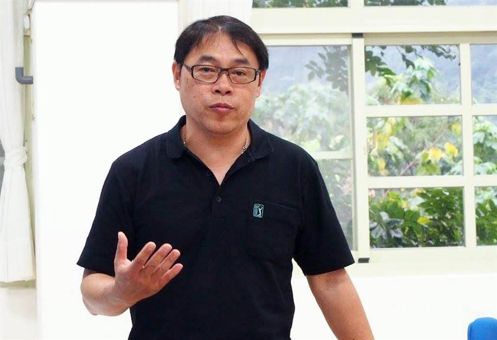 溫泉國小校長吳正成。(翻攝自臉書)