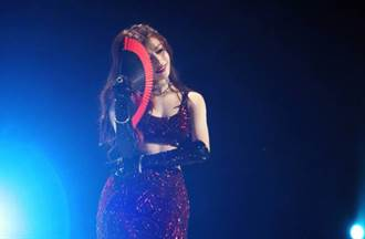 陳妍希上《姐姐2》拚了 噴母愛唱歌下秒曬低胸中空裝扭腰熱舞