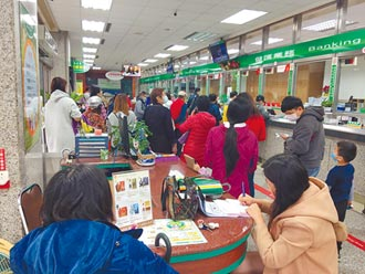 防疫保單1月25日停賣 爆搶購潮