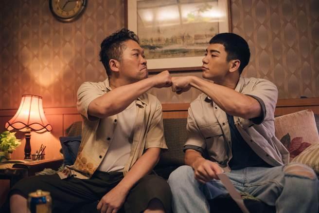 卜学亮、禾浩辰剧中饰演感情好、相依为命的父子。(公视提供)