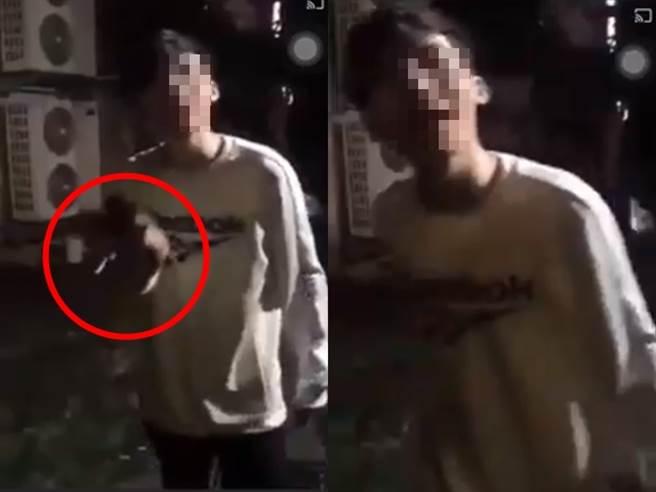 男子拍攝手持玩具槍威脅女子的影片,引發女方友人不滿,遭友人在忠孝東路大街上,將他從小黃車上拖下來狂踹頭部。(圖/翻攝自臉書爆料公社)