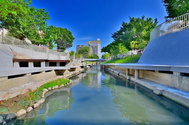 台中市柳川整治及環境改善工程完成民權路至林森路的河道與景觀步道。(台中市水利局提供/王文吉台中傳真)