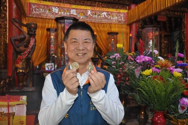 台南市西港慶安宮今年除夕原預定發放7000個歲錢,改為日後發放。(劉秀芬攝)