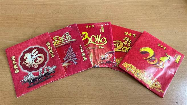 台南市六甲古廟恒安宮每年設計不同的發財金紅包袋。(六甲恒安宮提供/劉秀芬台南傳真)