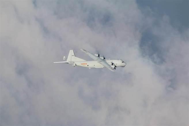 共軍運8反潛機。(圖/國防部提供)