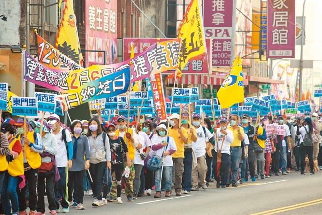 罷捷團體23日下午舉辦「反萊豬、罷黃捷」遊行。(劉宥廷攝)