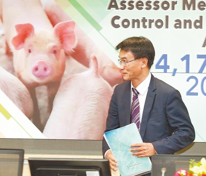 農委會主委陳吉仲承諾百億養豬基金不會額外增加預算,卻傳出仍用特別預算編列,遭到行政院打槍後才改編。(本報資料照片)