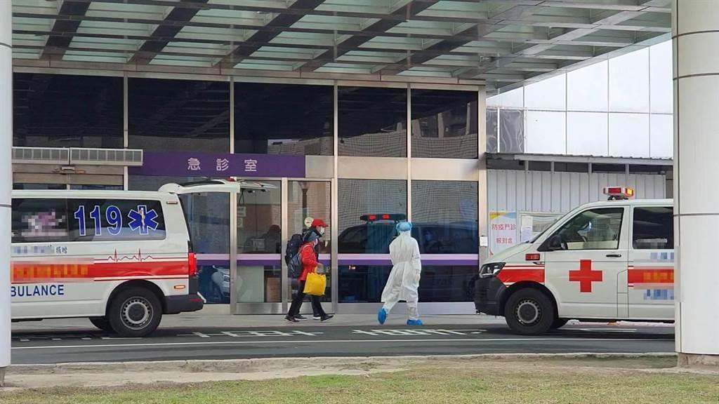 部立桃園醫院24日爆出感染源不明的本土2例,疫情指揮中心下重手,一口氣匡列 5千人強制隔離,防止疫情向社區擴散。(資料照片 姜霏攝)