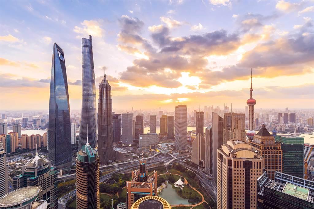 包含上海在內的京滬粵都在今年政府工作報告強調金融面改革。(shutterstock)