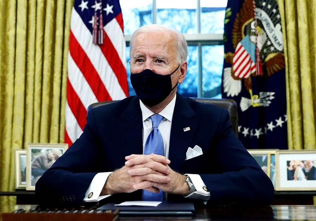 為了防堵變種新冠病毒入侵,美國總統拜登25日將對南非等30國祭出旅行禁令。(資料照/路透社)