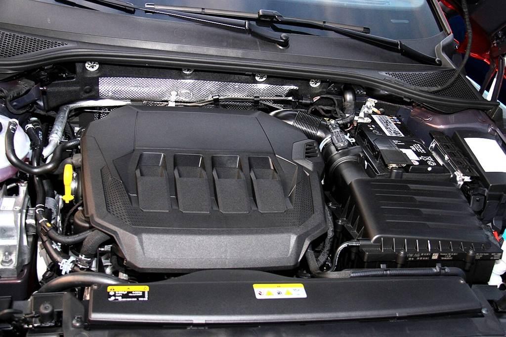 Arteon所搭載的2.0 TSI動力系統配有智慧型感知器能執行精密的監控,據Volkswagen原廠宣稱:更換機油的週期最多可達三萬公里(或兩年)。