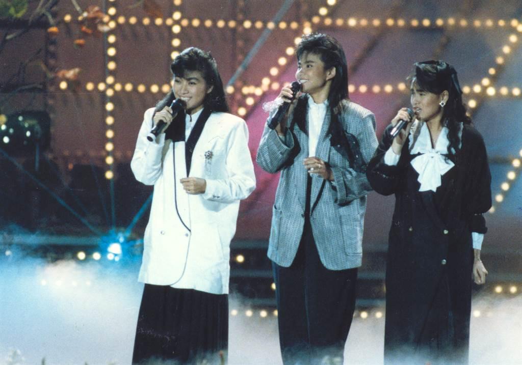 劉文正栽培裘海正(中)、方文琳(左)、伊能靜(右),組成少女組合飛鷹三姝。