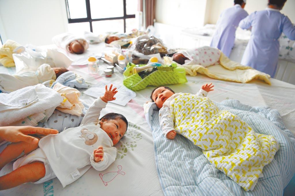 儘管開放二胎,大陸結婚率、生育率仍下降。圖為安徽合肥一家月子中心。(新華社)