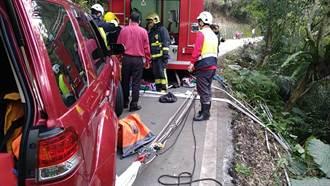 老翁驾车坠谷 宜兰警消救援