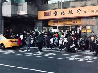 台南西門路湧現排隊潮 網:一看就知道是500元之亂