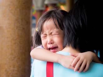 「再哭叔叔就抓走你!」無辜男突背鍋 神回嗆1句嚇哭媽