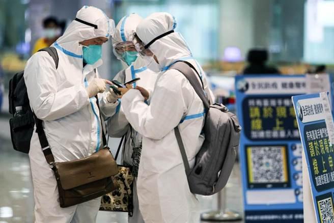 疫情在農曆年前爆發,已有網友呼籲禁止國人出境。(陳麒全攝)