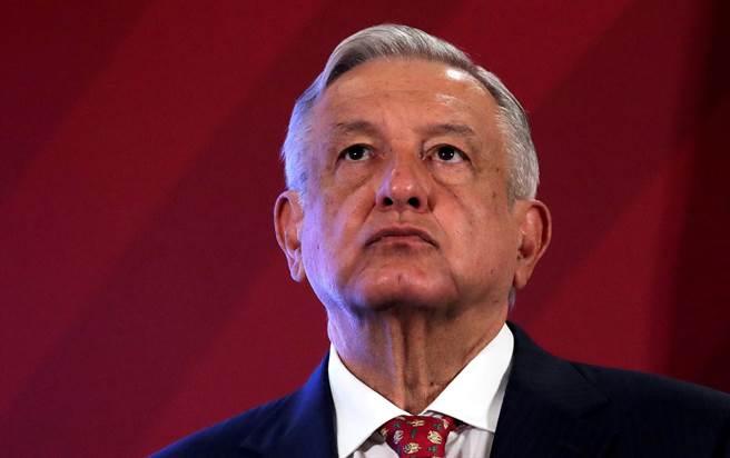 墨西哥總統羅培茲歐布拉多(Andres Manuel Lopez Obrador)24日坦承,他已罹患新冠肺炎,圖為他2020年6月30日在墨西哥市舉行記者會的神情。(路透)