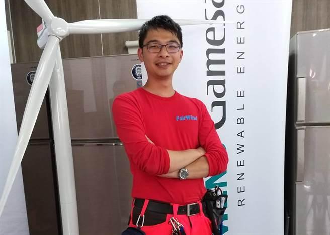 弘光科大英語系校友林工萬畢業後靠語言能力進入丹麥風力發電公司工作。(弘光科大提供/陳淑娥台中傳真)