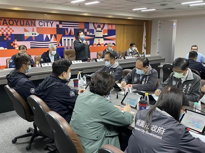 郑文灿宣布住宿型机构禁探视3周、高龄志工暂停排班。(蔡依珍摄)