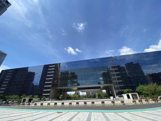 台中市地方稅務局展開2021年地價稅使用情形及稅籍清查作業。(盧金足攝)