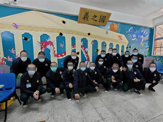 男高職餐飲義班,將整間教室繪滿Pokemon海底世界,前後耗時超過2個月時間,作品精細程度令人讚嘆。(吳建輝攝)