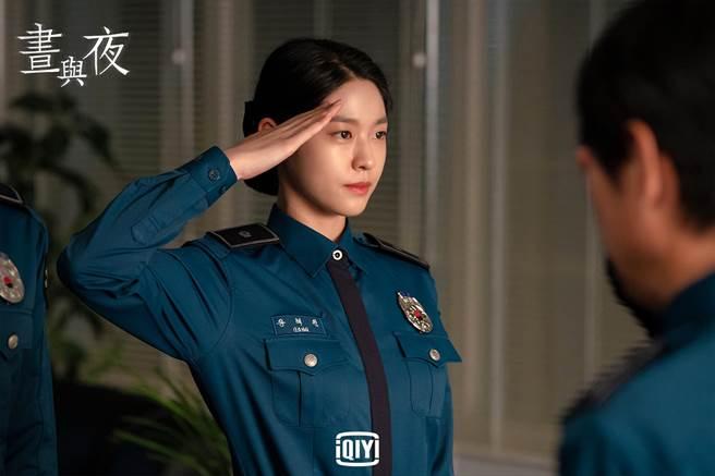 雪炫在劇中飾演女刑警,有不少動作戲。(愛奇藝國際站提供)