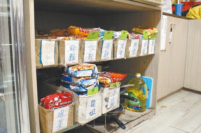 網咖多採複合式經營,24小時供應熱騰騰餐點。(戴上容攝)