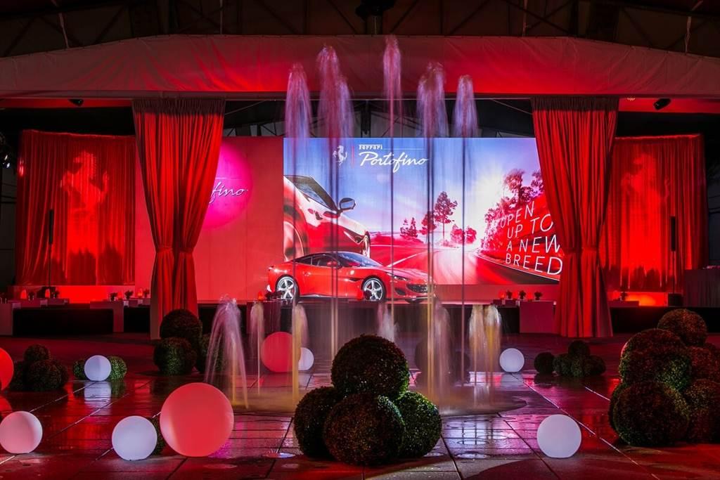 在七分鐘悠揚壯闊的悅音中,等待Rosso Ferrari的誕生