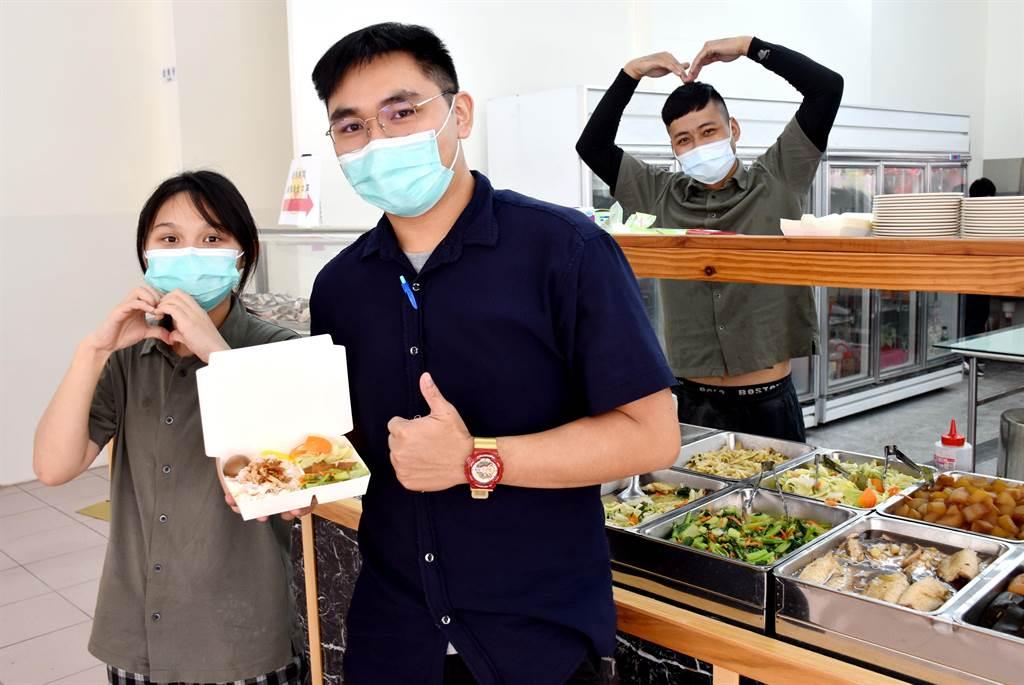 小太陽愛心餐廳正式營業,以銅板價國民美食吸引客人上門,並規畫將80%盈利投入弱勢學童關懷,把愛持續擴大。(呂妍庭攝)