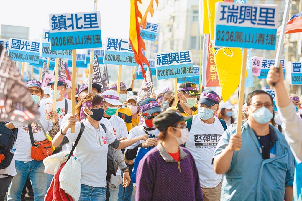儘管疫情升溫,但高雄市長陳其邁表示,2月6日的罷免市議員黃捷投票將如期舉行;圖為日前鳳山舉辦罷捷遊行。(本報資料照片)