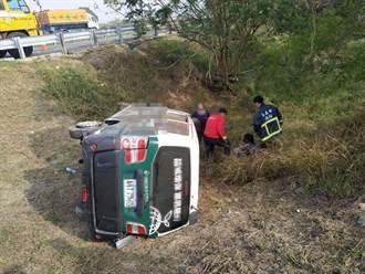国道1嘉义交流道货车衝撞护栏翻覆 三人受伤送医