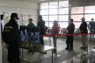 疫情紧张彰化防疫升级  31医疗院所需刷健保卡入院