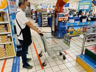 家樂福防疫升級  全台量販、超市4小時消毒 美食街取消試吃