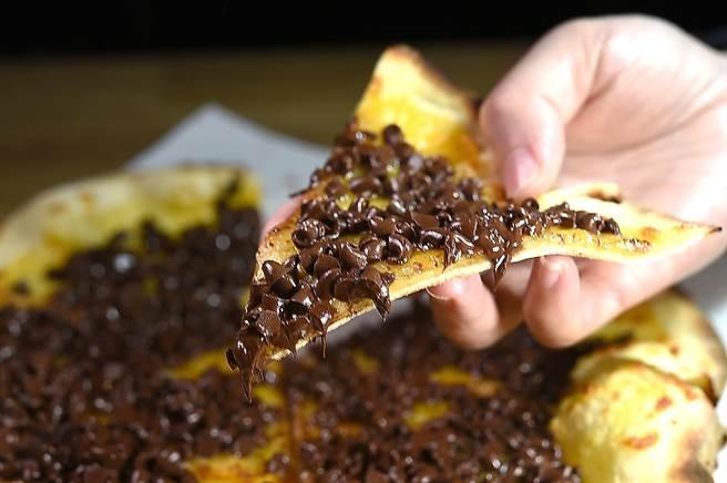 〈Pino〉的〈巧克力披薩〉不在菜單上,是「隱藏版」菜式。(圖/姚舜)
