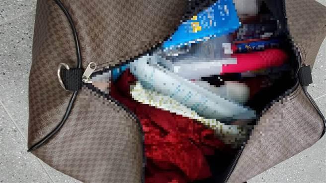 警方也查扣保险套、情趣用品等物品。(读者提供/李宜杰台南传真)