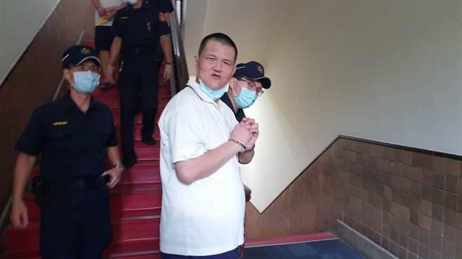 新竹胡姓男子去年與父親發生爭吵後,持刀殺死對方後棄屍,檢方起訴求處死刑,新竹地方法院判決無期徒刑,台灣高等法院今開庭,胡男不僅沒有悔意,還不斷在法庭內叫罵。(本報資料照)